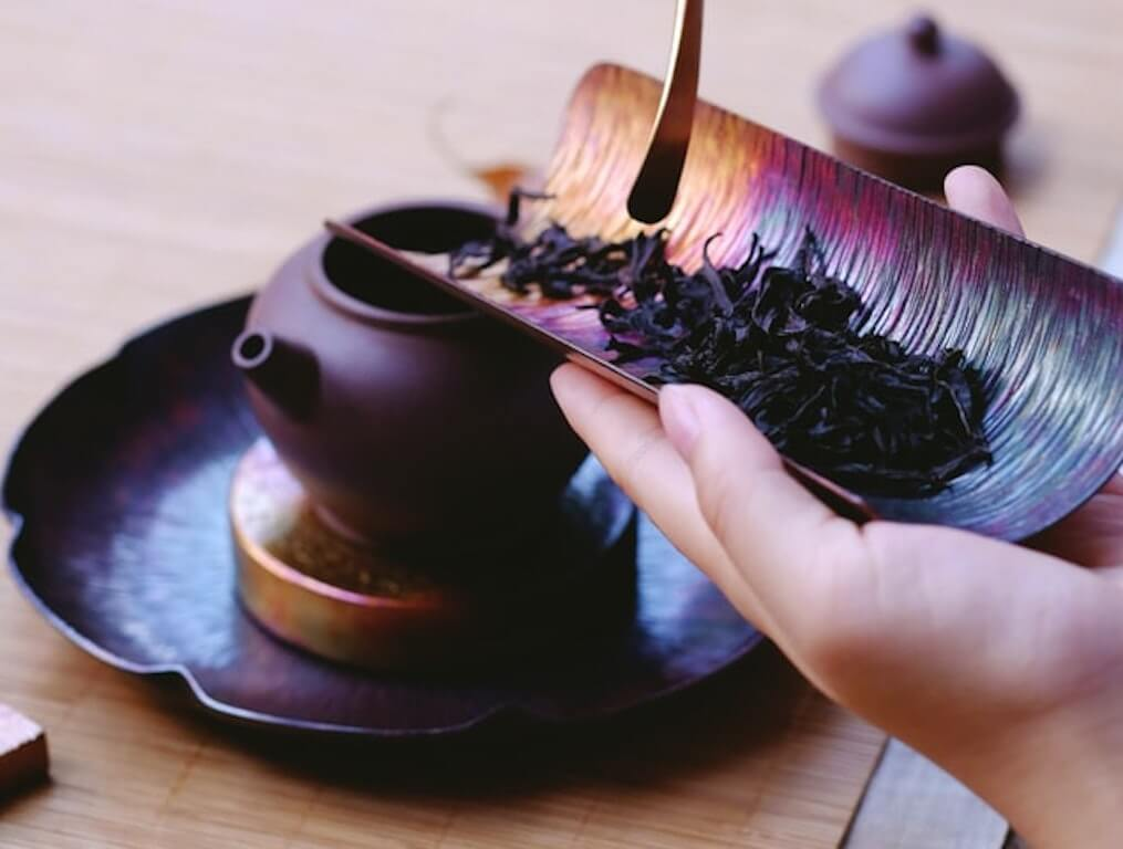 beneficial chinese teas black tea kettle leaves natural china culture cultural drink