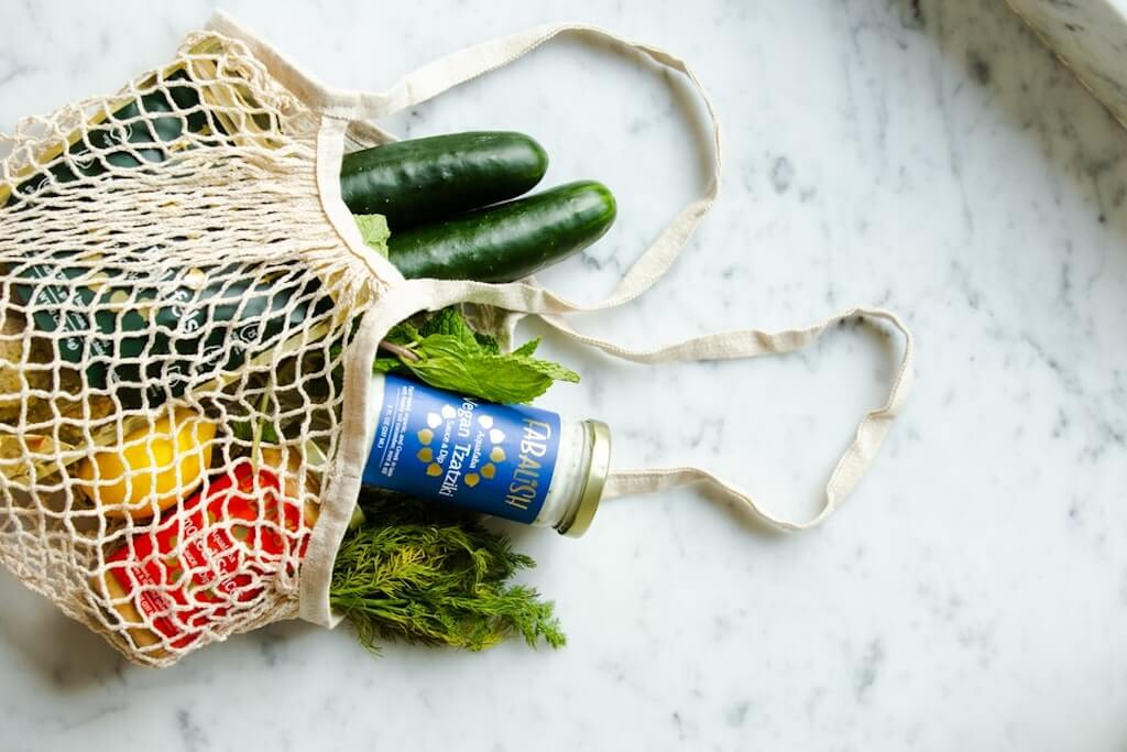 Eco-Friendly Shopping at Tare bag net veggies vegetables farmers market zucchinis peppers healthy food meals