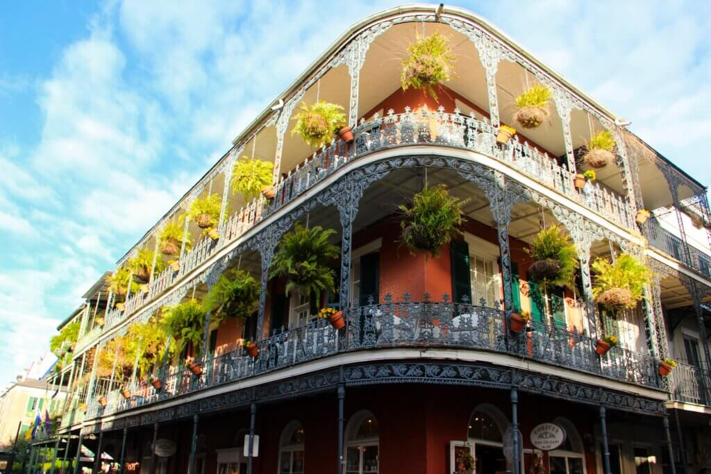 Top Destinations in the US That Are Best for Small-Group Travel